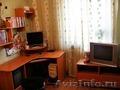 Продам комплект: навесные полочки,  угловой компьютерный стол,  тумба